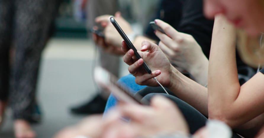 Modi per migliorare la durata della batteria del telefono per i giochi